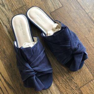 EUC Kenneth Cole blue suede sandal